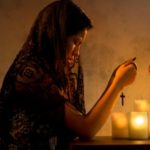 Как правильно молиться дома, чтобы Бог услышал?